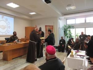 Giving_certificates_Silvestro.jpg